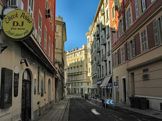 Le vieux nice rue desboutin le comte de nice en images for Piscine vieux nice