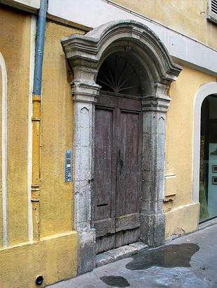 Le vieux nice rue colonna d 39 istria le comte de nice en for Piscine vieux nice