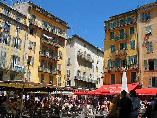 Le vieux nice place rossetti le comte de nice en for Piscine vieux nice