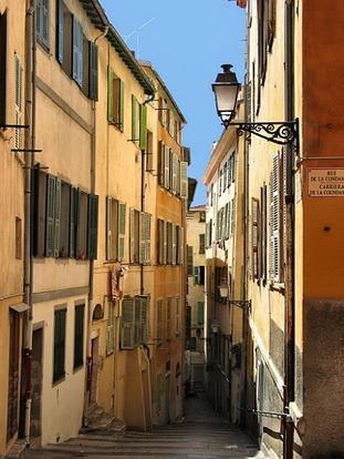 Le vieux nice rue du chateau le comte de nice en for Piscine vieux nice