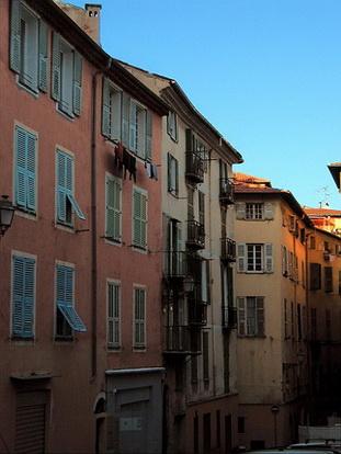Le vieux nice rue saint joseph le comte de nice en for Piscine vieux nice