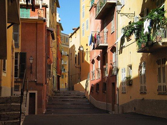 Le vieux nice la rue saint hospice le comte de nice en for Piscine vieux nice