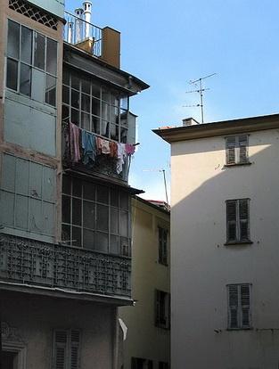 Le vieux nice la rue saint augustin le comte de nice for Piscine vieux nice